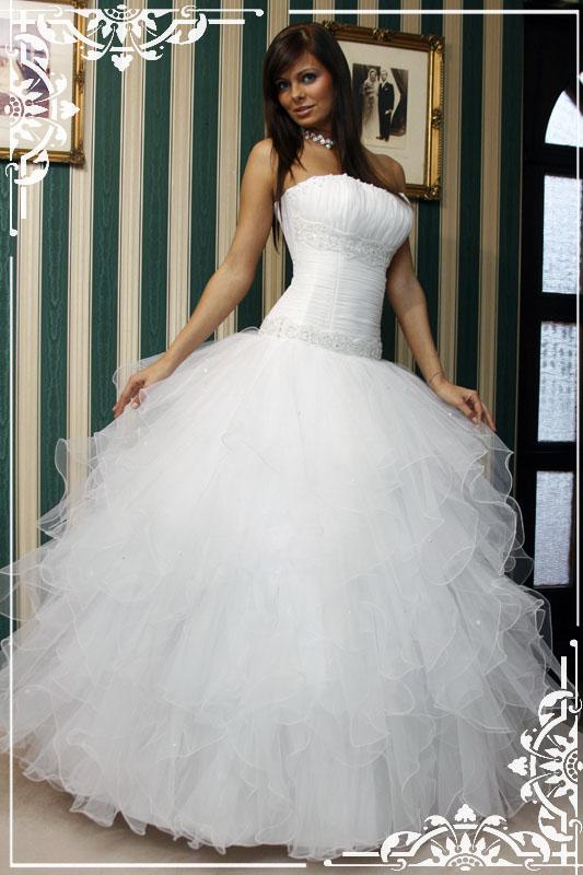 Brill esküvői szalon - Menyasszonyi ruhakollekciója ... 2440718dd0